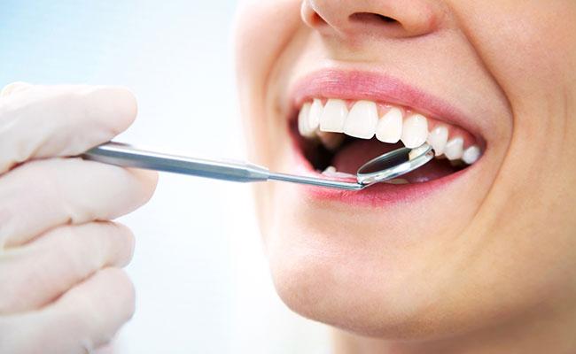 teeth cleaning mississauga on dentist